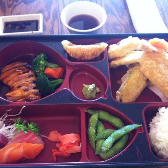 รูปภาพถ่ายที่ Samurai Sushi โดย Gina T. เมื่อ 3/9/2012