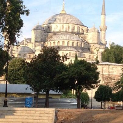 Das Foto wurde bei Ayasofya Hürrem Sultan Hamamı von Tan am 8/15/2012 aufgenommen