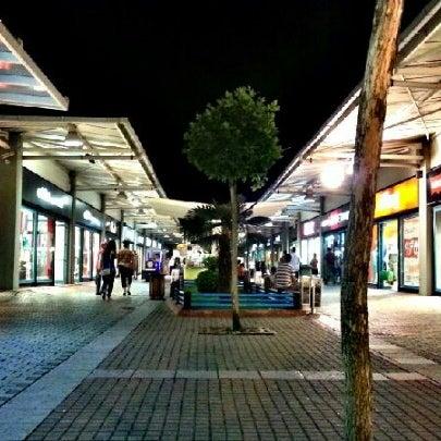 8/9/2012 tarihinde Metin K.ziyaretçi tarafından Outlet Center'de çekilen fotoğraf