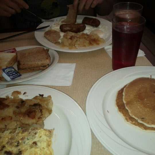 Photo taken at Bull's Head Diner by Lorenzo S. on 8/4/2012