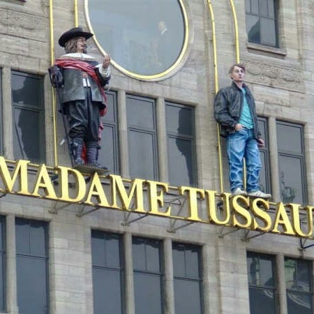Photo taken at Madame Tussauds by Yusri Echman on 9/6/2012