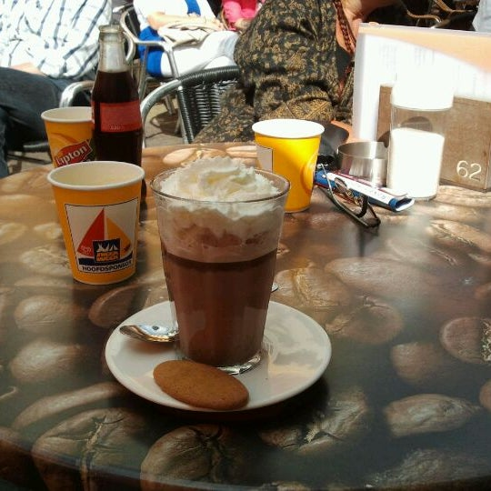 8/8/2012 tarihinde Ramona B.ziyaretçi tarafından Lunch-Café Le Provence'de çekilen fotoğraf