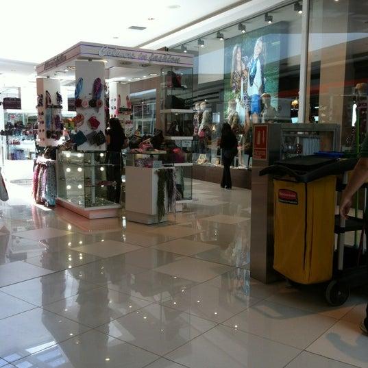 รูปภาพถ่ายที่ Costa Urbana Shopping โดย Made v. เมื่อ 2/26/2012