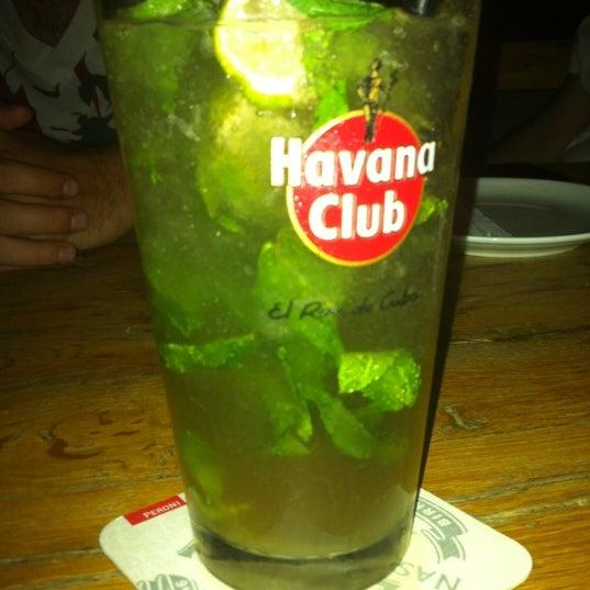 7/15/2012 tarihinde Deniz D.ziyaretçi tarafından Uno Restaurant'de çekilen fotoğraf
