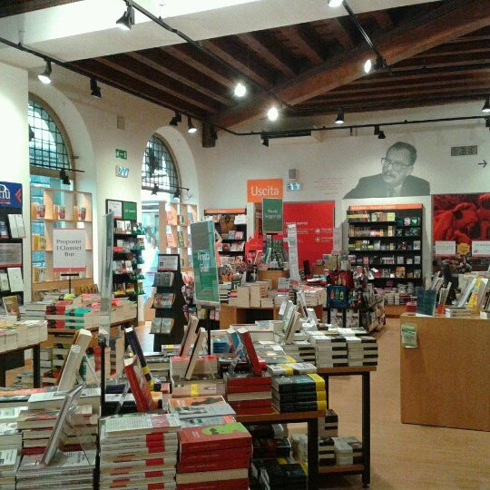 La feltrinelli bookstore in citt antica for Riviste feltrinelli