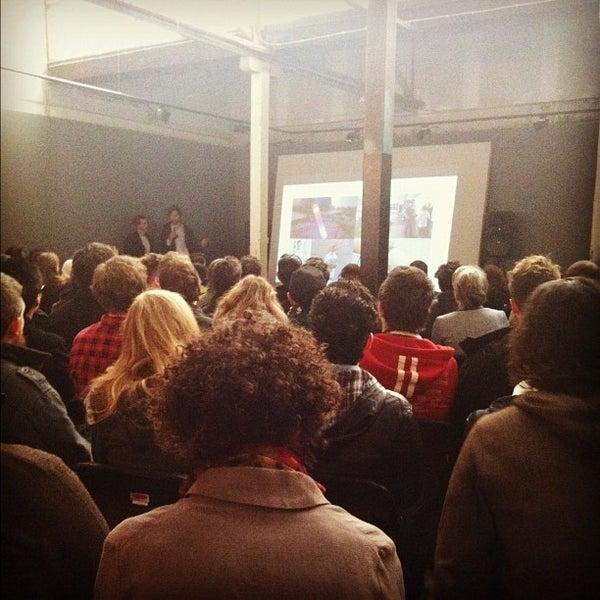 Photo prise au The Compound Interest: Centre for the Applied Arts par Teresa V. le6/28/2012