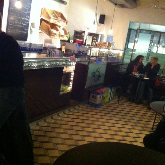 Das Foto wurde bei Adriano's Bar & Café von Niko S. am 4/24/2012 aufgenommen