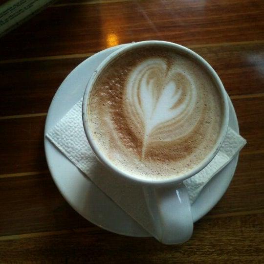 Foto tomada en Rico's Café Zona Dorada por Hilda R. el 4/5/2012