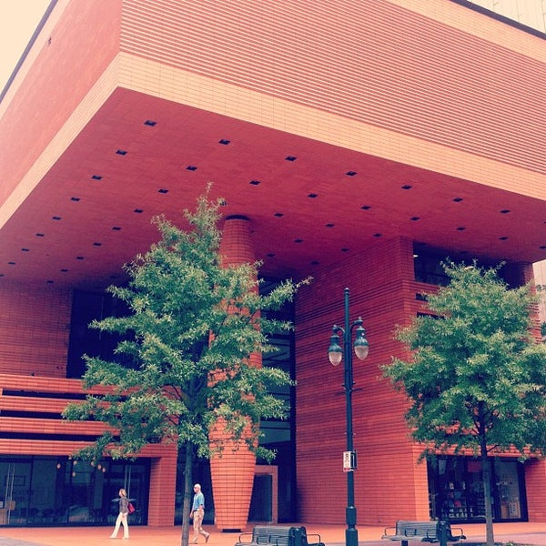 Photo taken at Bechtler Museum of Modern Art by Chris C. on 8/20/2012