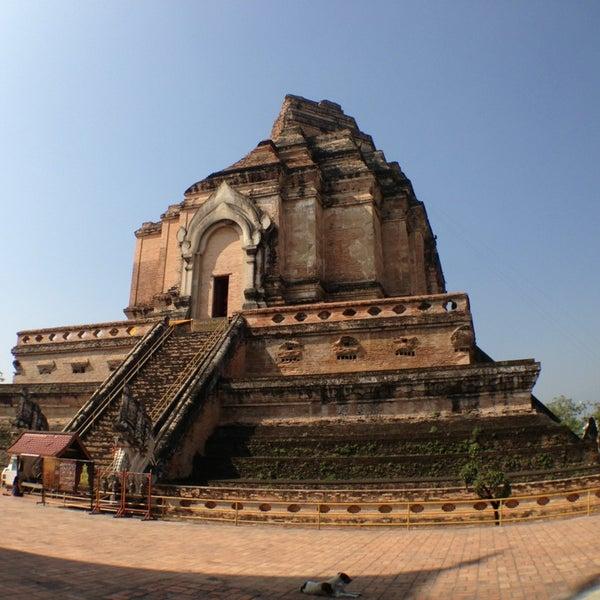 Photo taken at Wat Chedi Luang Varavihara by Micha S. on 1/10/2013