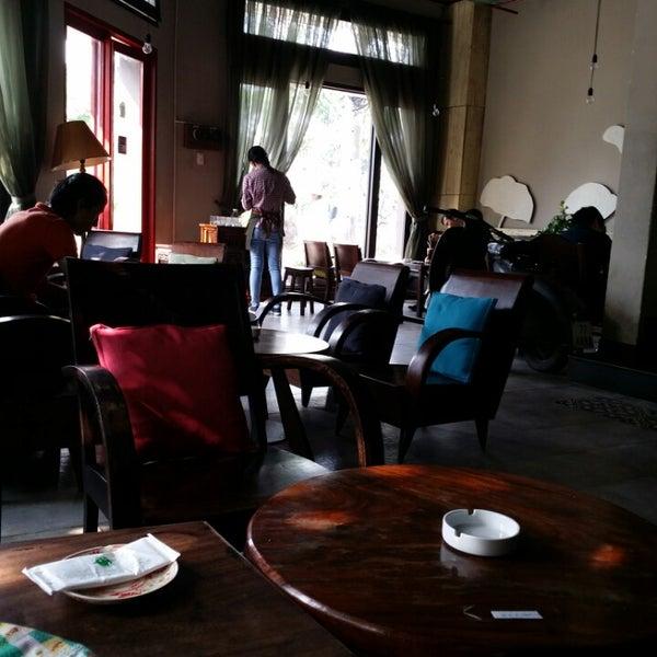 Photo taken at Lộc Vừng Café by Hiền H. on 3/1/2014