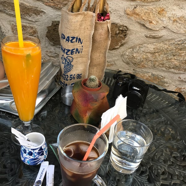Photo prise au Üzüm Cafe par Öykü K. le8/31/2017