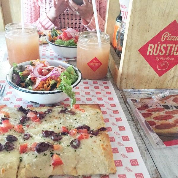 Foto tomada en Pizza Rustica por Lilisú A. el 8/5/2016