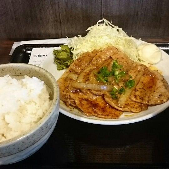 Photo taken at 日本橋 紅とん 池袋ビックリガード店 by yama Y. on 4/3/2015