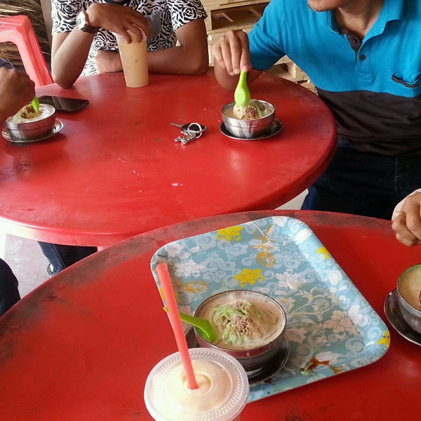 Photo taken at Cendol Bakar Simpang Ampat by Amira Shahira on 9/11/2016