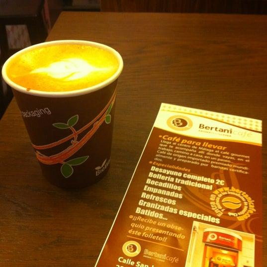 Foto tomada en Bertani Cafe por Regina C. el 10/6/2012