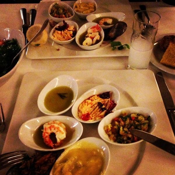 3/12/2013 tarihinde Gozde Elif A.ziyaretçi tarafından Kalkan Balık Restaurant'de çekilen fotoğraf