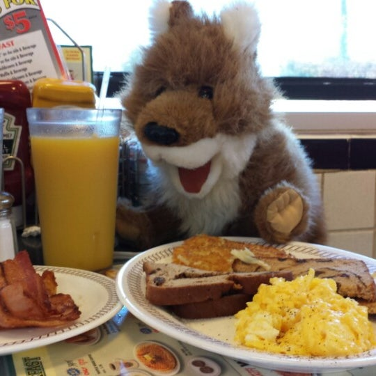 Photo taken at Waffle House by James F. on 9/28/2014