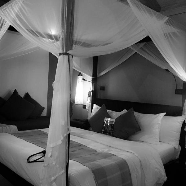 Photo taken at Vilamendhoo Island Resort & Spa by ❌🆔♓️⛎🎀 on 12/15/2015