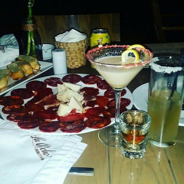 Снимок сделан в La Ocho Restaurante пользователем Pinita G. 4/22/2016