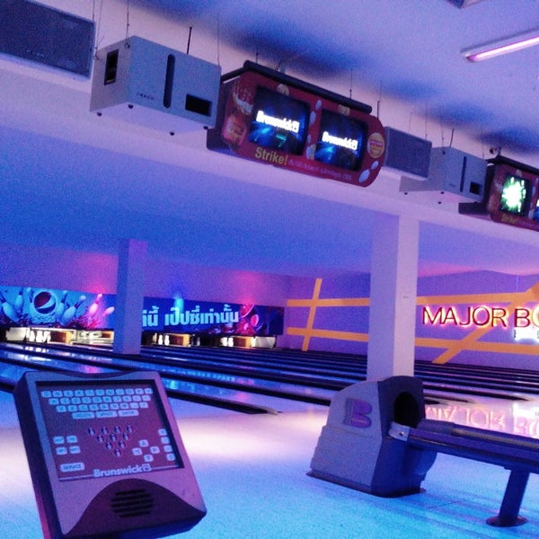 Photo taken at Major Bowl Hit by Kristine A. on 3/7/2014