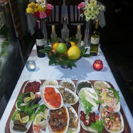 12/2/2012 tarihinde Naci S.ziyaretçi tarafından Çapari Restaurant'de çekilen fotoğraf