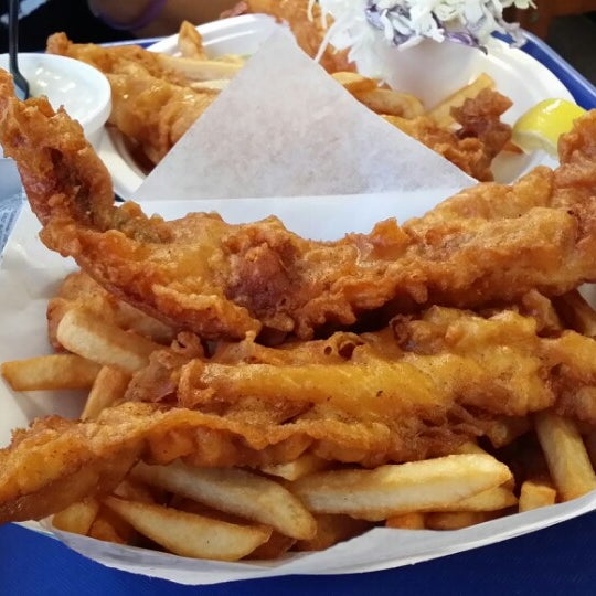 Photo taken at Harbor Fish and Chips by Julian R. on 3/29/2014