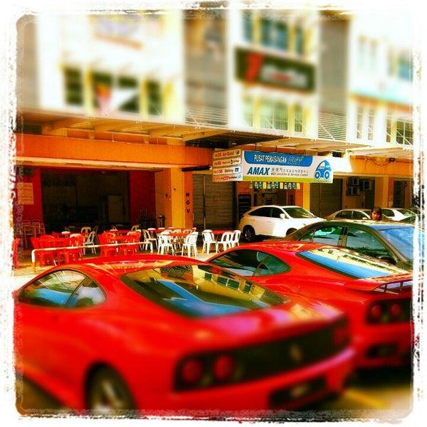Photo taken at Nasi Lemak Cikgu by Black G. on 11/25/2012