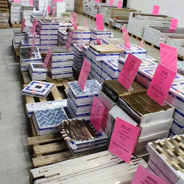 Foto tirada no(a) Prestige Flooring & Hardwood Ltd por Prestige Flooring & Hardwood Ltd em 8/12/2014