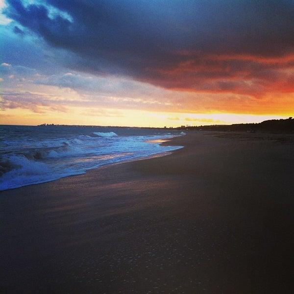 รูปภาพถ่ายที่ Praia de Guaxuma โดย Andréa N. เมื่อ 12/30/2012