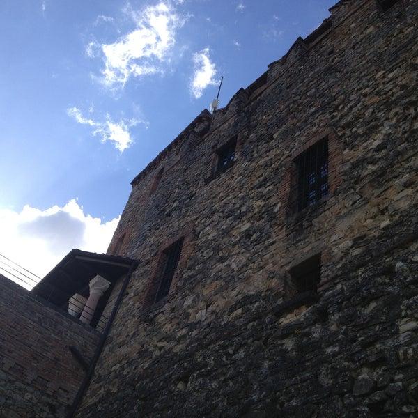 Foto scattata a Castello di Zavattarello da Carlo D. il 4/13/2013