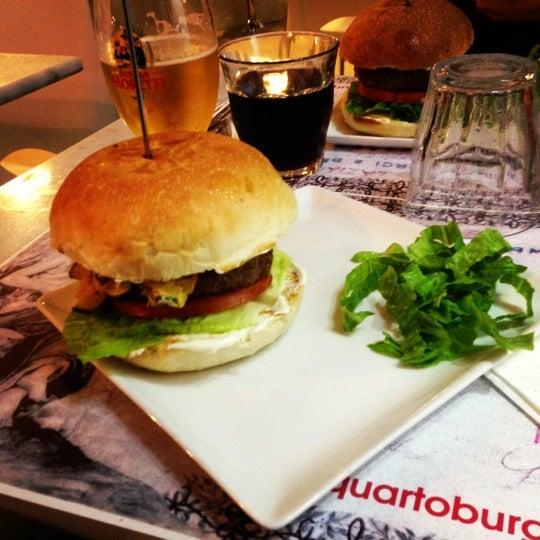 Foto scattata a QUARTO Burger & Drinks da Simone V. il 12/4/2012