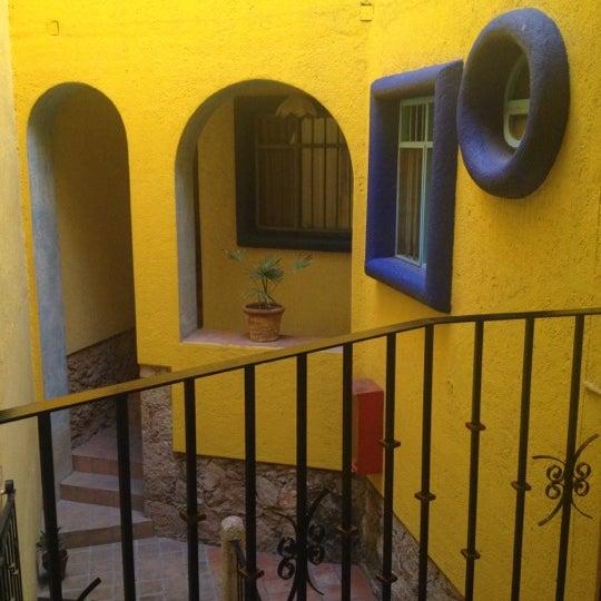 Foto tomada en El Mesón de los Poetas por Claudia F. el 10/8/2012
