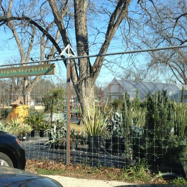 Foto tomada en East Austin Succulents por Rob Z. el 1/5/2013