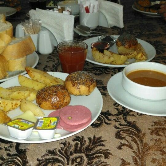9/7/2015 tarihinde pr.dr.smd ✌.ziyaretçi tarafından Sah İnn Restaurant'de çekilen fotoğraf