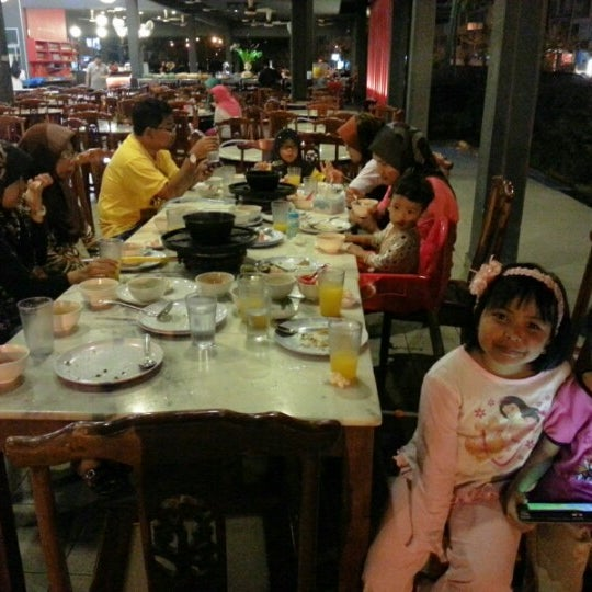 Photo taken at Red Wok Restaurant by wsbahari on 12/13/2012