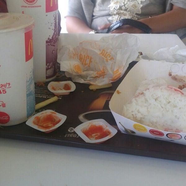 Photo taken at McDonald's by Rezty L. on 5/7/2014