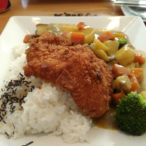 O chicken curry é um dos pratos mais bem servidos do almoço.