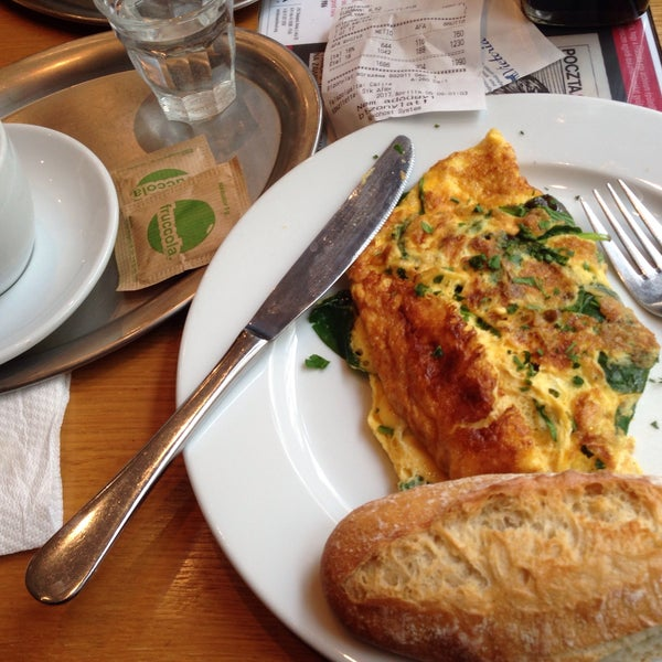 Spinach omelette and rice milk cappuccino👌🏼🍳☕️