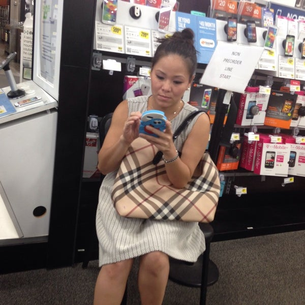 Photo taken at Best Buy by Eazy on 9/19/2014