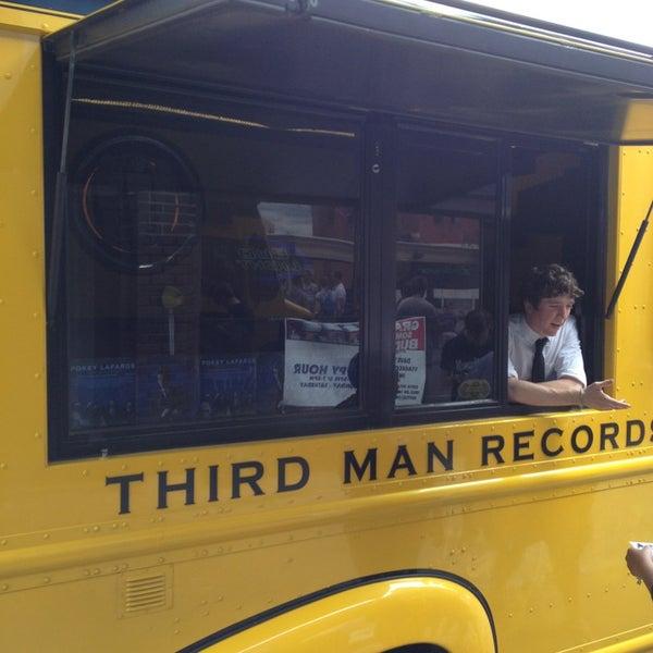 Foto scattata a Mills Record Company da Rupert P. il 6/1/2013
