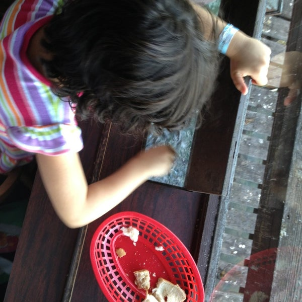 Traveling with kids? Get here early and wait on a table where you can feed the fish. So worth it - as long as the pigeons don't get the bread first.