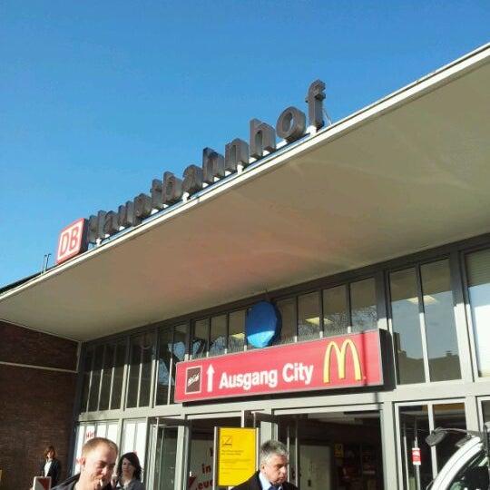 Photo taken at Duisburg Hauptbahnhof by Daniela on 3/26/2012
