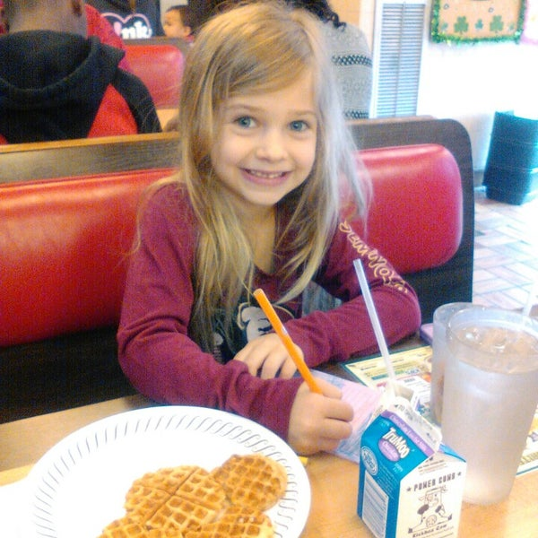 Photo taken at Waffle House by Christie S. on 3/22/2015