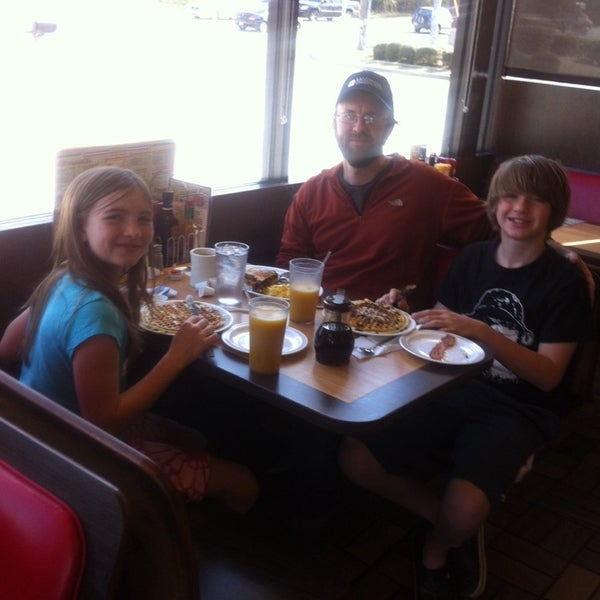Photo taken at Waffle House by Christie S. on 4/1/2014