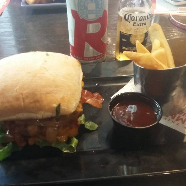 Photo taken at Red Robin Gourmet Burgers by Crucifixio D. on 8/22/2015