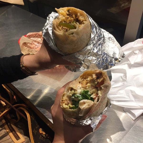 Photo taken at Chipotle Mexican Grill by Eng.Muneerah M. on 6/26/2017