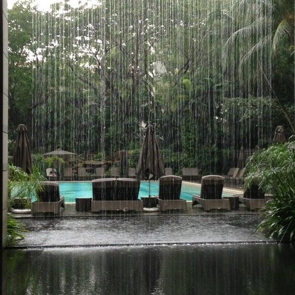 Photo taken at The Ritz-Carlton Millenia Singapore by Mandy on 7/11/2013