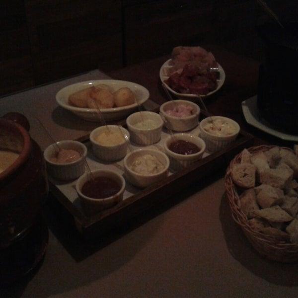 Foto tirada no(a) Restaurante Mont Vert por Laura L. em 8/19/2014