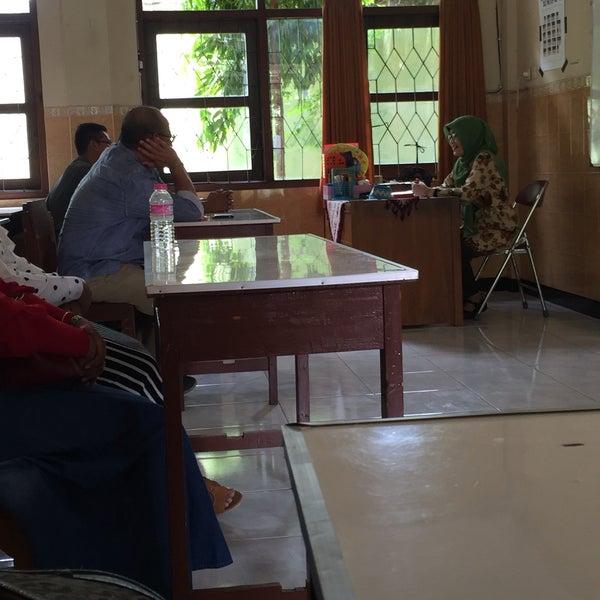 Photo taken at SMA Negeri 4 Semarang by yp l. on 10/22/2016